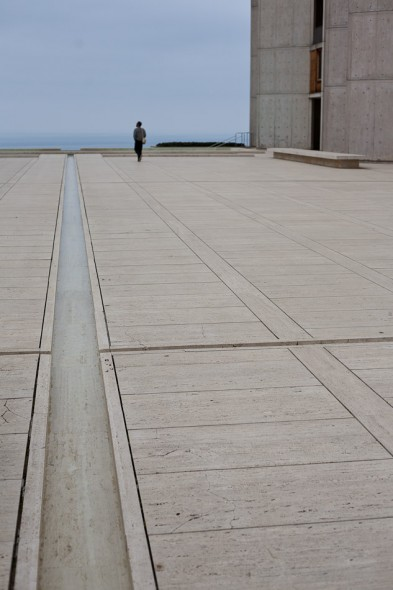 Anna's working at the prestigious Salk Institute as a researcher/scientist. The complex is perched on the edge of cliffs above the pacific and is a classic example of Brutalist architecture - awesome to look around.
