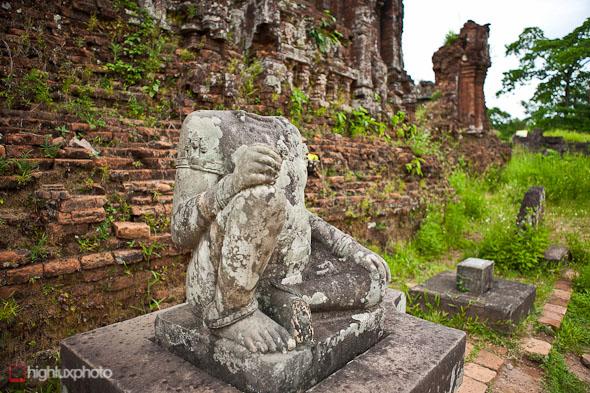 """statue """"my son"""" vietnam"""