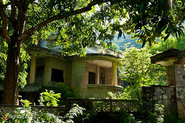 ruined villa kep