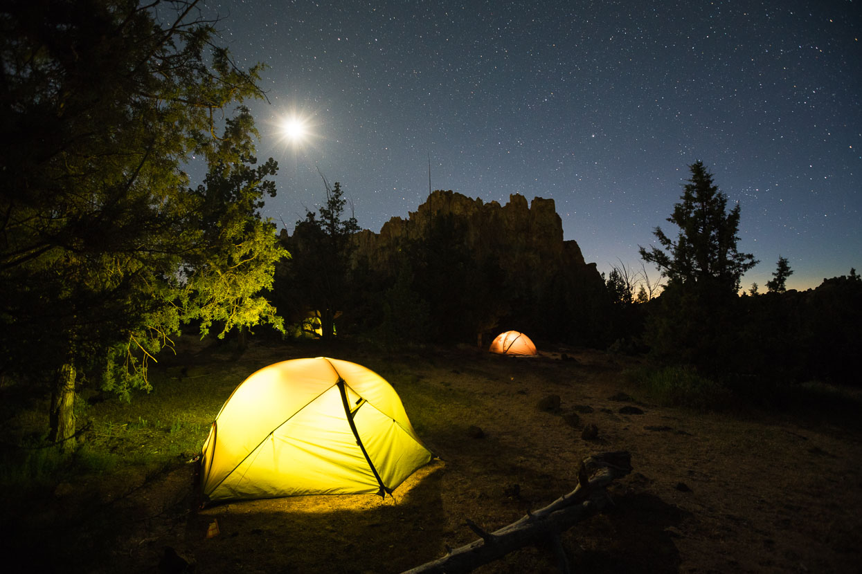 Under the Stars … Smith Rock has an ideal camping situation for the travelling climber: $5/night gets you a parking lot, picnic tables, hot showers, a scenic tent site among the junipers and park access – with the crag in walking distance. A fine minute drive into Terrebonne provides the excellent Redpoint climber's store, cafe and bar (with an amazing range of beer), supermarket, gas stations and dining options.