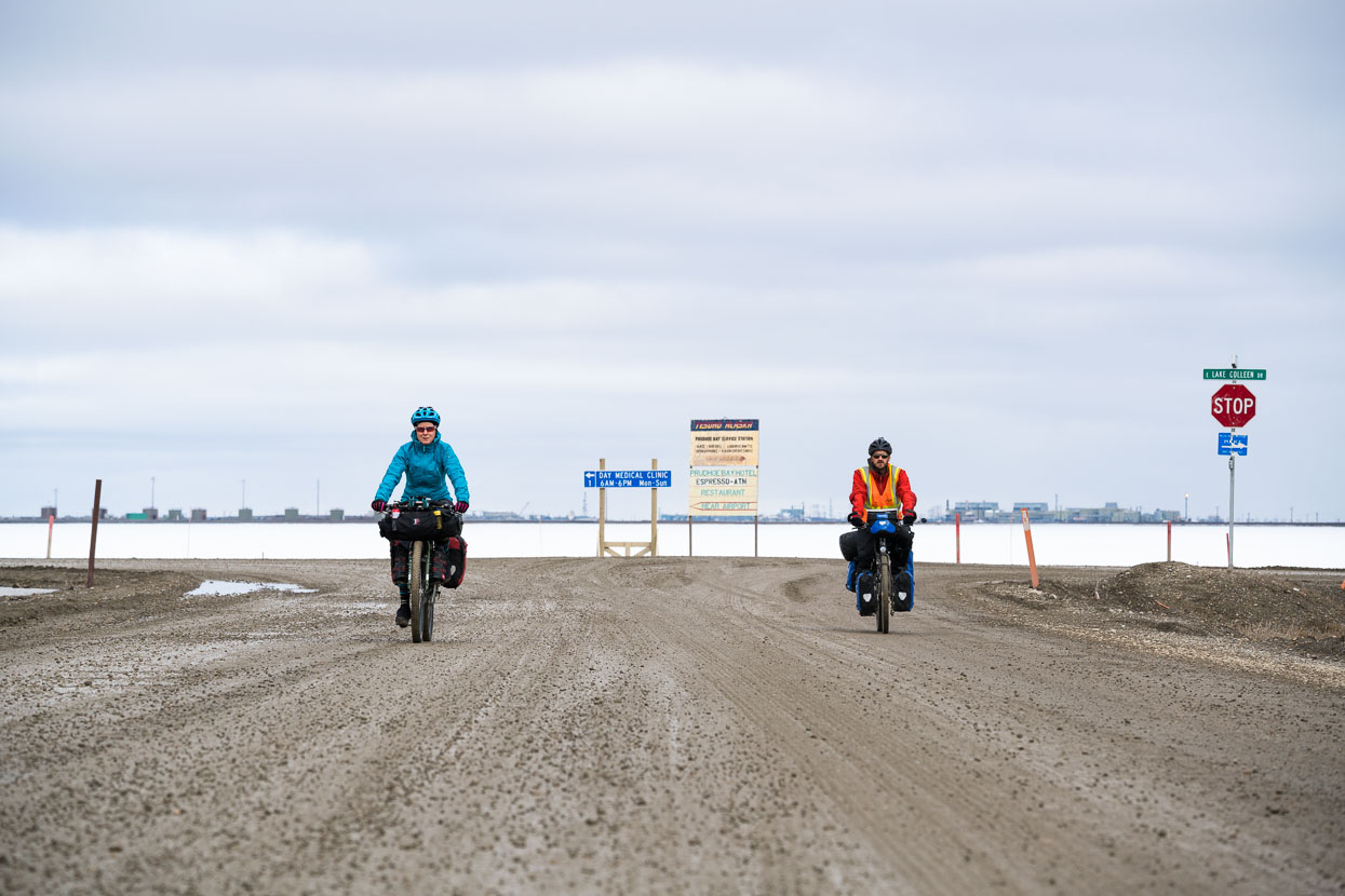 The following day we hit the road, teaming up with Dutch cyclist Rik Smit who had attempted to ride out of Prudhoe during a storm the previous day and turned back. This morning it was around -2 deg and sunny with little wind – a good start on the Dalton Highway.