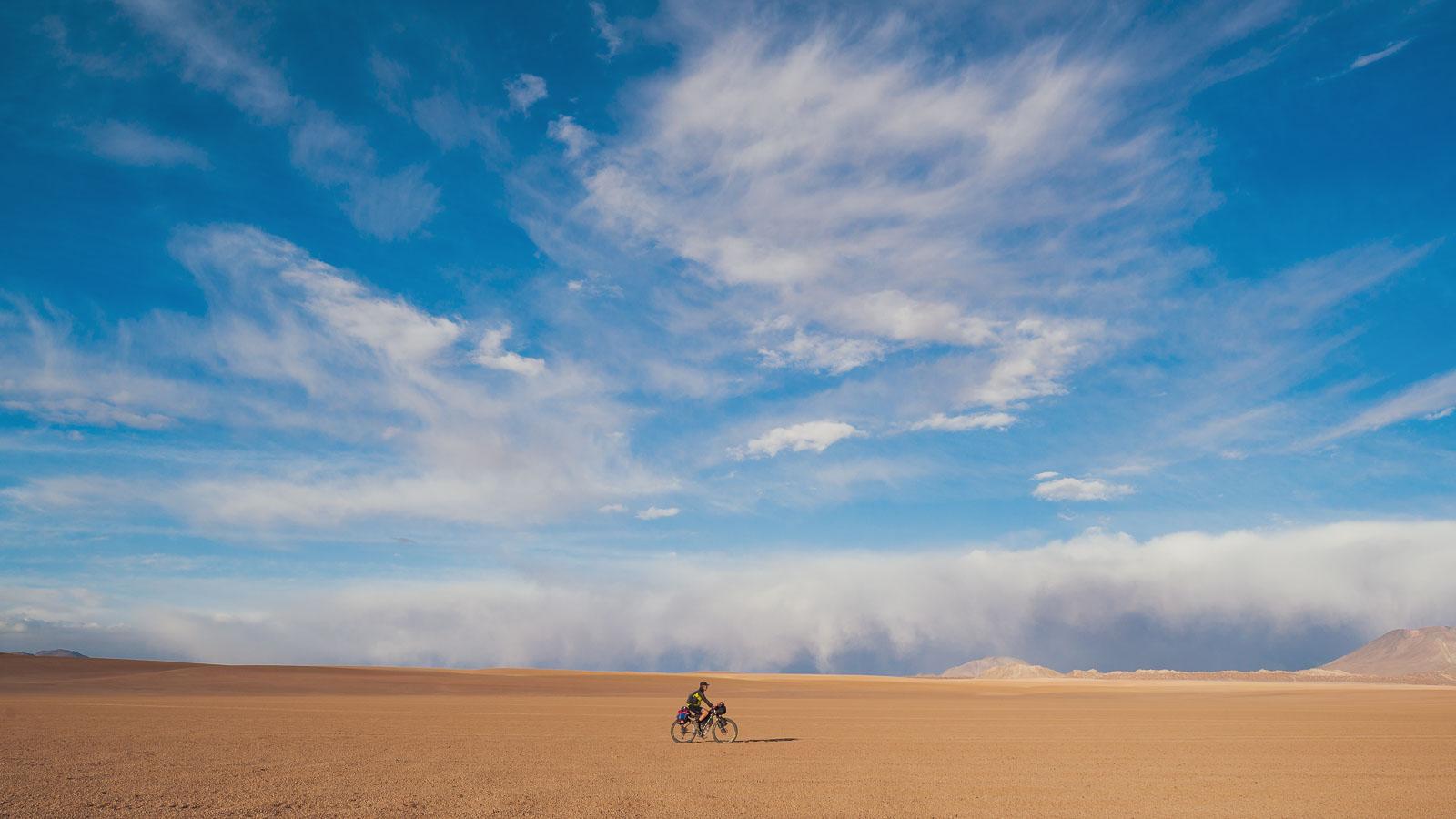 Bolivia/Chile: Uyuni – San Pedro de Atacama via Lagunas Route & Volcan Uturuncu